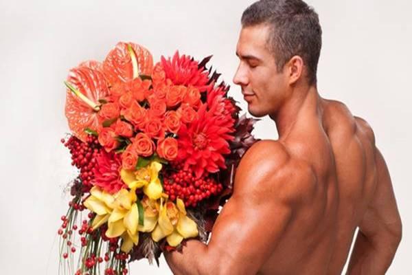 Стриптизеры доставят цветы и подарки