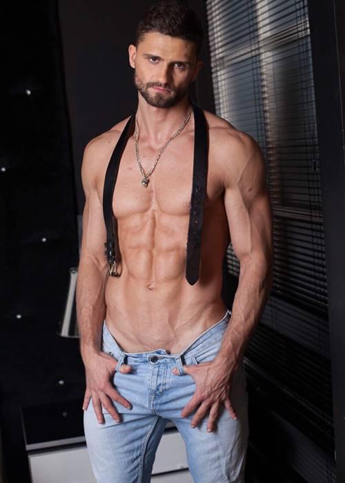 Красивое тело стриптизера Джони