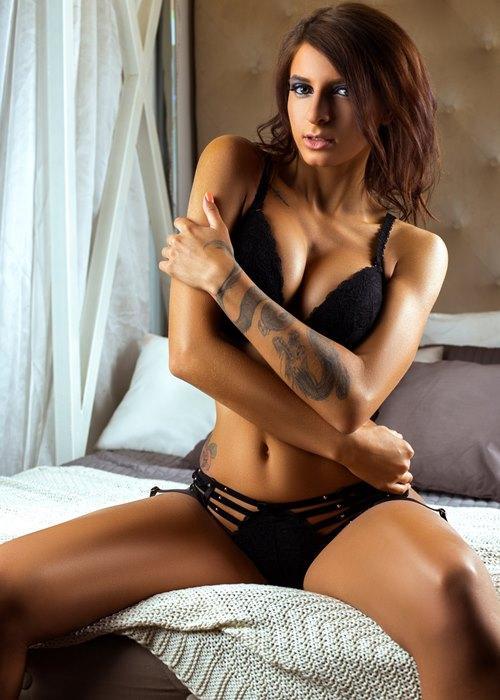 Стриптизерша Светлана на кровати